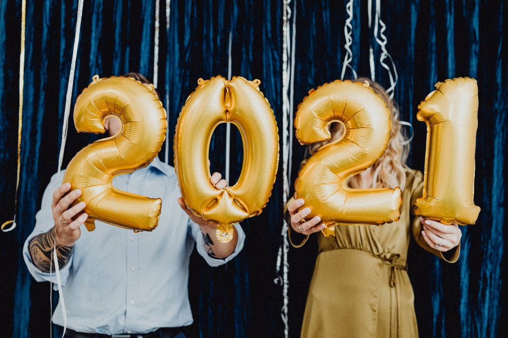 Big balloons showing 2021